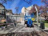 Kontenerowce przy Infoboxie w Gdyni znikają. Obok deweloper wybuduje 7-piętrowy biurowiec