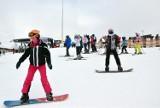 Stoki otwarte w Beskidach. Ośrodki narciarskie pełne turystów. Zobacz, gdzie są najlepsze warunki do jazdy na nartach