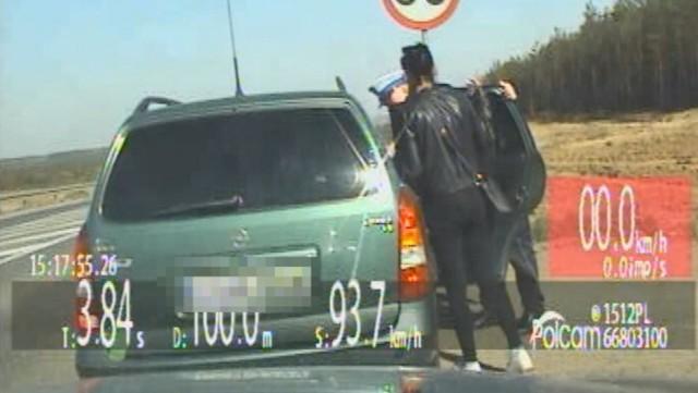Policjanci ze Świecia wykonali szybką eskortę policyjną kierowcy wiozącego wnuka do szpitala.   Więcej informacji