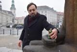 Pomnik Adama Asnyka w Kaliszu ma zostać przekształcony. - To absurdalne - uważa Maciej Błachowicz FOTO
