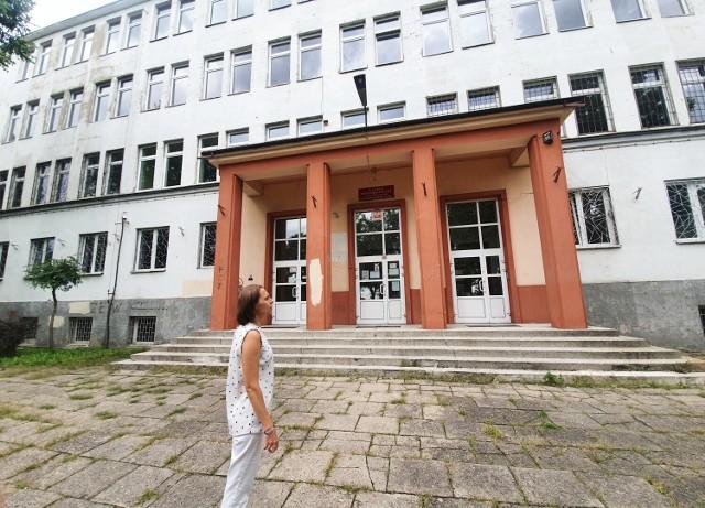 Remont II LO w Piotrkowie. Uczniowie korzystają z sal w innych szkołach