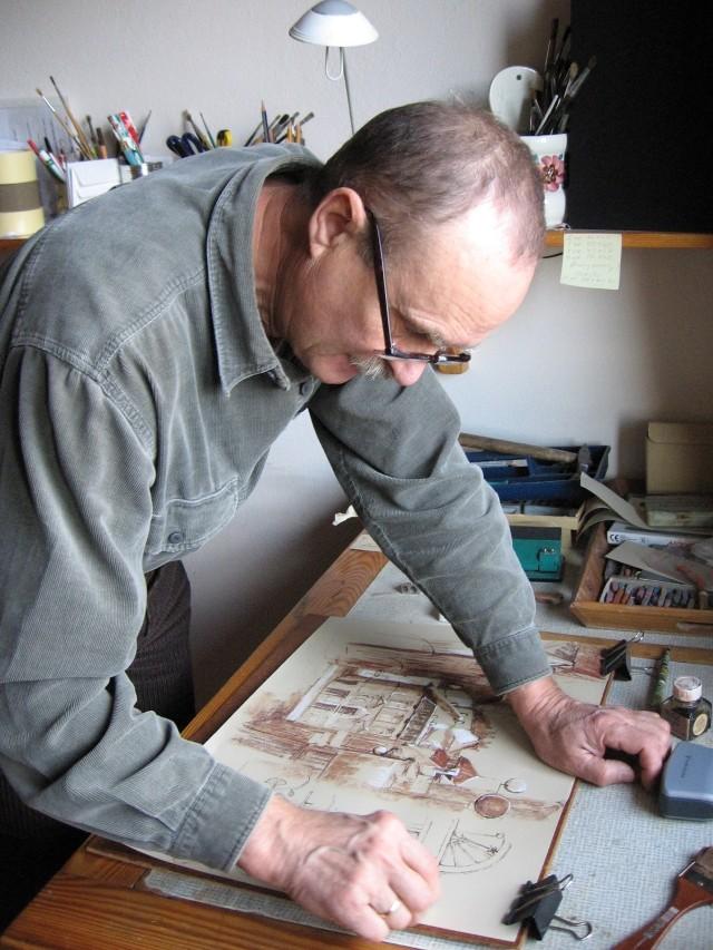 Zbigniew Matysek urodził się w 1939 roku. Jest emerytowanym nauczycielem oraz artystą. Na jego pracach możemy podziwiać martwe natury, kwiaty, portrety i pejzaże. Ulubioną techniką pana Zbigniewa jest suchy pastel. Lubi także akwarele, akryl i farby olejne. Wystawiał swoje prace w różnych miejscach w kraju oraz za granicą.