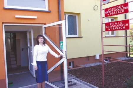Agnieszka Sarnik, przed budynkiem ośrodka.