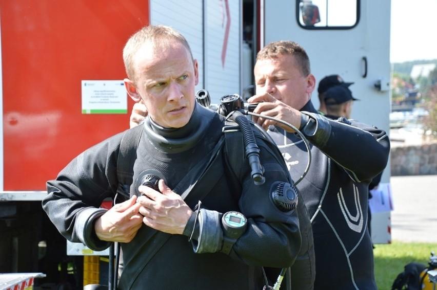 Dwustu strażaków z całego regionu na ziemi chojnickiej...
