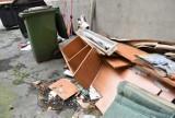 Problemy w centrum Opola. Mieszkańcy skarżą się na pijaków i bałagan w podwórkach [ZDJĘCIA]