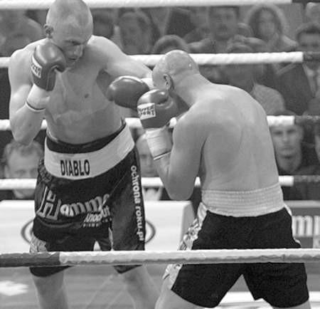 Krzysztof Włodarczyk podczas zwycięskiej walki z Alainem Simone.