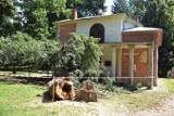 Drzewo uszkodziło cenny puławski zabytek. Trwa szacowanie strat