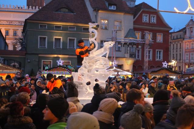 Trwa walka o zwycięstwo w Międzynarodowym Festiwalu Rzeźby Lodowej [ZDJĘCIA]