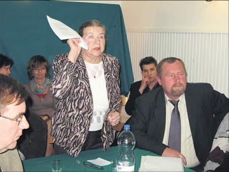 Przebieg nadzwyczajnego posiedzenia rady pedagogicznej w ZS w Gołotczyźnie był burzliwy. Wszyscy zgodzili się, że szkoła potrzebuje całego majątku, foto: Edyta Szewczyk