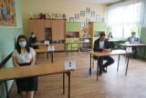 Jastrzębie: 822 uczniów przystąpiło do egzaminu ósmoklasisty. Będą go pisać przez trzy dni. Zobaczcie ZDJĘCIA