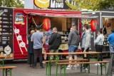 Trwa Zlot Żarciowozów przy Kieleckim Centrum Kultury. Są potrawy z całego świata [ZDJĘCIA]
