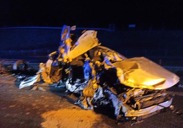Na autostradzie A1 w Malankowie w powiecie chełmińskim samochód osobowy zderzył się z ciężarówką. Dwie osoby zginęły
