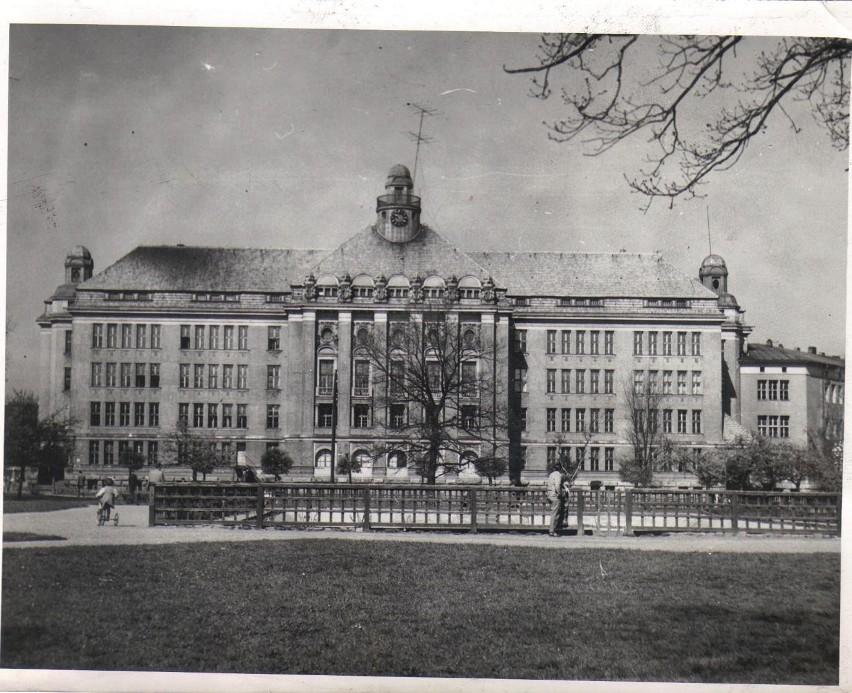 Tak wyglądał Dom oficera w roku 1960.