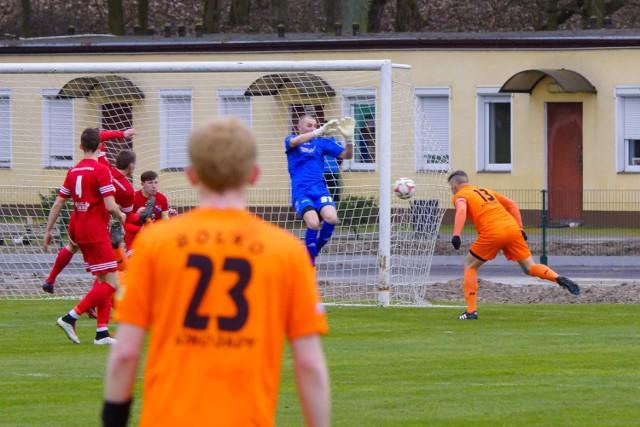 W meczu 18. kolejki IV ligi Chełminianka Chełmno przegrała na własnym boisku z ROL.KO Konojady 0:2 (0:1). Oba gole dla gości strzelił Maciej Koczur, który dwukrotnie wykorzystał rzut karny.