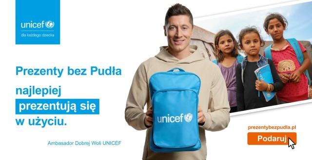 """Robert Lewandowski, Ambasador Dobrej Woli UNICEF, wspiera akcję """"Prezenty bez Pudła"""". Ty też możesz wesprzeć akcję. Jak to zrobić?"""