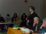 Lipia Góra - Burmistrz na zebraniu wiejskim tłumaczył się z planów wobec oświaty