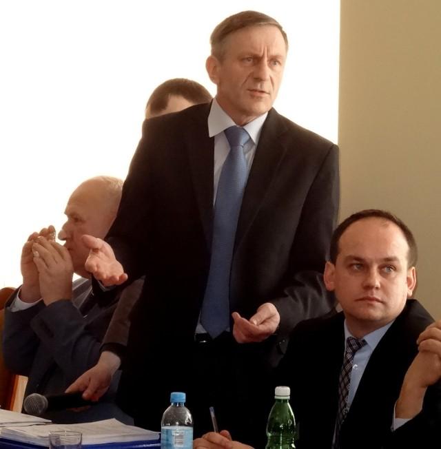 Władysław Bielawa (stoi): - Funkcje przyznawane synowi starosty to nepotyzm i kolesiostwo!