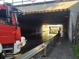 Po ulewie woda zalała drogę pod wiaduktem przy ulicy Słupskiej