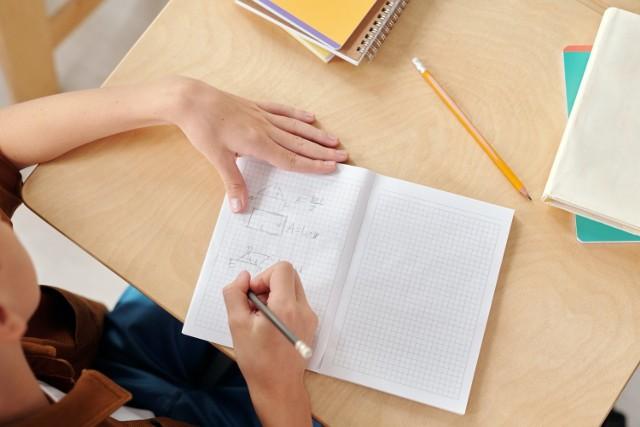 17 maja uczniowie wracają do szkół. Na stronie resortu edukacji pojawiły się szczegółowe wytyczne dotyczące organizacji zajęć lekcyjnych w placówkach.