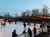 Lodowisko sezonowe w Parku Kachla w Bytomiu cieszy się popularnością ZDJĘCIA