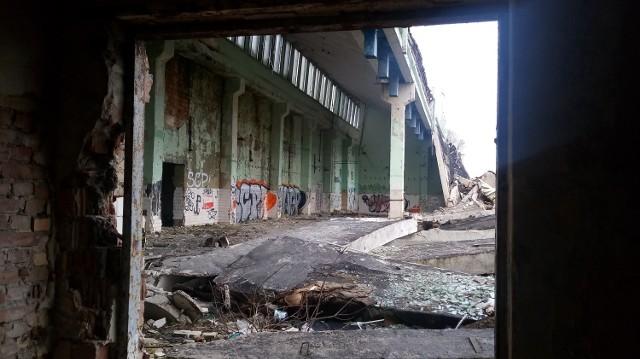 Co zostało po zakładach Silwany przy ul. Walczaka? Zobacz jak teren firmy wyglądał kiedyś i jak wygląda dziś