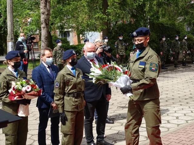 Uroczystości w jednostce wojskowej w Chełmnie z udziałem młodzieży z Technikum Mundurowego i żołnierzy 3. Batalionu Drogowo-Mostowego