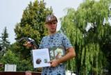 O mądrych i pięknych książkach dla najmłodszych – spotkanie autorskie z Przemysławem Wechterowiczem  na zbąszyńskiej plaży