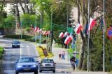 Złotów na ulicach poajwiły sie flagi - Dzień Flagi
