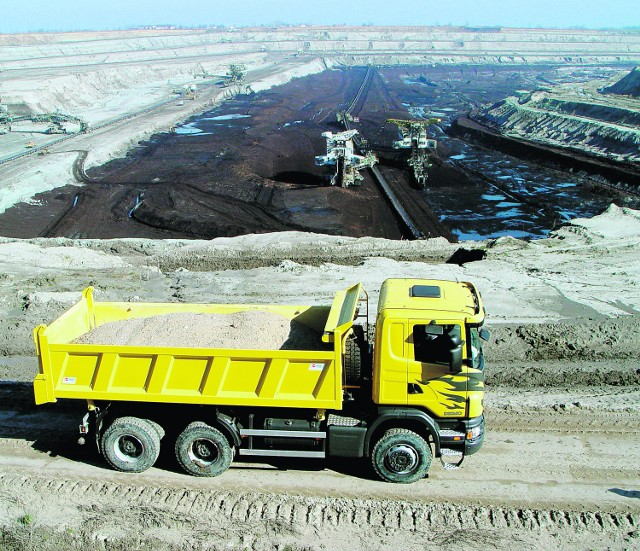 Z braku linii kolejowej węgiel pomiędzy odkrywkami będą woziły ciężarówki
