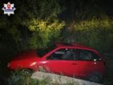 Policja zatrzymał pijanego kierowcę, który podróżował razem z pijanym pasażerem. Podróż mężczyzn zakończyła się w rowie