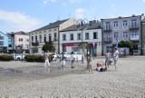 Kurtyny wodne w Skierniewicach przyciągają najmłodszych mieszkańców
