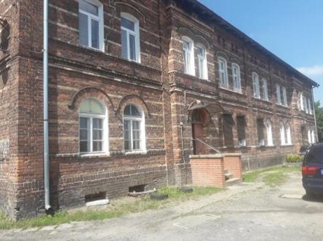 Mieszkanie w Jankowej Żagańskiej (gm. Iłowa). Powierzchnia 55,41 m 2. Przetarg pisemny nieograniczony, w przygotowaniu. Cena orientacyjna 59 tys. zł. Powierzchnia gruntu 4.541 m 2. Pokój o powierzchni użytkowej 25,12 m 2, pokój 9,65 m 2, kuchnia 12,55 m 2, korytarz 3,81 m 2, łazienka 4,28 m 2. Pomieszczenia przynależne do lokalu: piwnica 3,10 m 2, pomieszczenie w budynku gospodarczym 8,70 m 2.