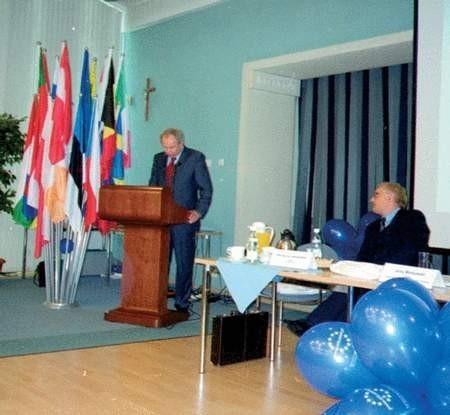 Senator Jerzy Markowski, przewodniczący Komisji Gospodarki i Finansów Senatu RP podczas swego wystąpienia. Foto: GRAŻYNA FOLARON