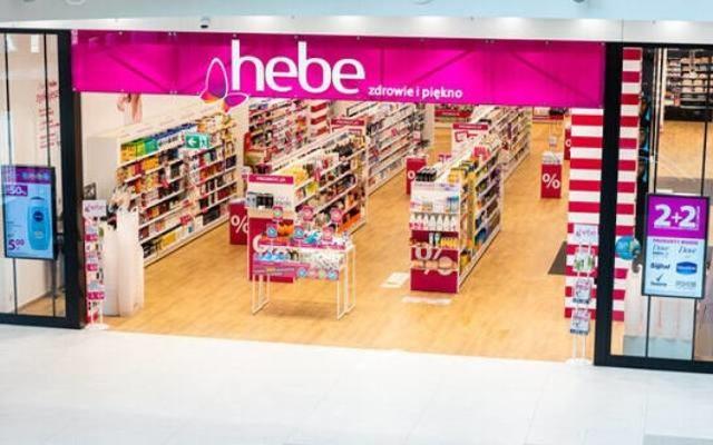 Sieć Hebe należy do Jeronimo Martins, spółki, która jest właścicielem dyskontów Biedronka.