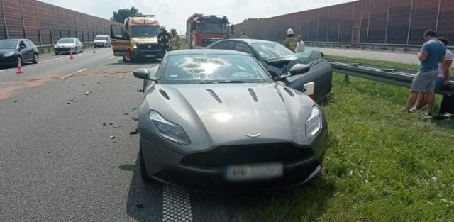 Przed południem w miejscowości Waganiec (173. kilometr autostrady A1) doszło do wypadku, w którym uczestniczyło sześć osób. Trzy z nich, w tym dwoje dzieci, trafiło do szpitala.