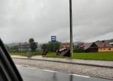 Nawałnica na Podhalu. Zerwany dach, zalane piwnice, powalone słupy energetyczne i drzewa