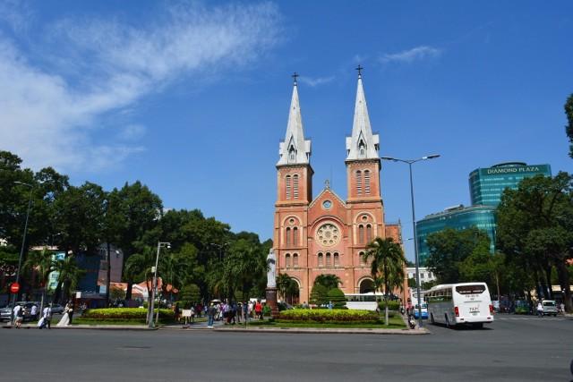 Jeśli marzysz o tym, by zwiedzić Wietnam, to listopad może okazać się idealnym momentem. Lot do tego azjatyckiego kraju kupimy jesienią