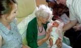 Najstarsza Polka ma 115 lat. Pani Tekla Juniewicz z Gliwic wreszcie doczekała się prawnuczki!