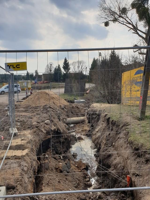 Rozpoczęła się budowa drogi Lewice - Krzyżkówko (marzec 2020).