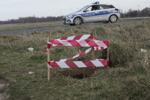 Bomba na lotnisku w Legnicy, 22 lata temu tędy szli pielgrzymi.