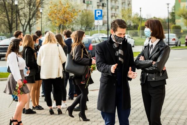 - Bardzo się przed tym egzaminem stresowaliśmy, bo jesteśmy humanistami - mówią Julia Gadzinowska i Rysiu Kimmel z V LO w Bydgoszczy.