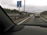 Wypadek na A4 w Katowicach. Dachował samochód, tworzą się korki