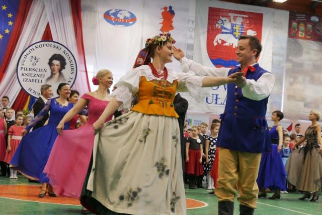 Konkurs, zrzeszający tancerzy z całej Polski odbędzie się w Puławach już po raz osiemnasty. Artyści, jak co roku, zaprezentują najlepsze polskie tańce między innymi: oberki, mazury, pojawi się również krakowiak czy kujawiak. W taneczny nastrój uczestników wydarzenia wprowadzi reprezentacyjny polski taniec narodowy, czyli znany wszystkim polonez. Zatańczy go prawie 300 osób, czyli wszyscy przybyli tancerze.   Konkurs odbędzie się w dniach 9-10 marca na hali MOSiR w Puławach. Wstęp wolny