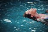 Najbardziej wkurzające rzeczy na kąpielisku i nad jeziorem. Znasz to? Tak relaks może się zamienić w koszmar!