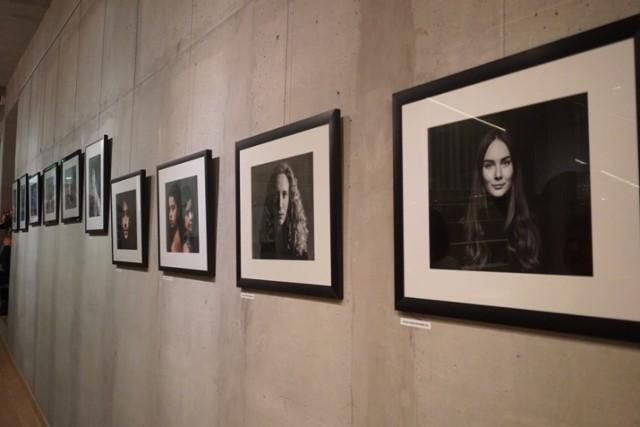 Wystawione w żorskim muzeum prace są autorstwa artystów z francuskiego Montceau-les-Mines.