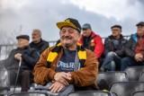 """Wieczysta Kraków. Kibice na środowym, zaległym meczu """"Żółto-czarnych"""" z TS Węgrzce [ZDJĘCIA]"""