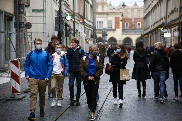 Od 15 maja nie będzie trzeba nosić maseczek na świeżym powietrzu