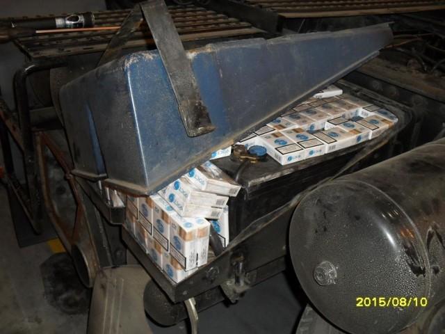 Na przejściu w Koroszczynie udaremniono przemyt papierosów, które schowane były m.in. w przerobionym zbiorniku paliwa, zbiorniku powietrza i kole zapasowym