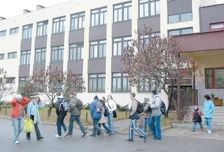 Młodzież II Liceum podjęła walkę z dyrekcją chrzanowskiego szpitala FOT. LIDIA GÓRALEWICZ