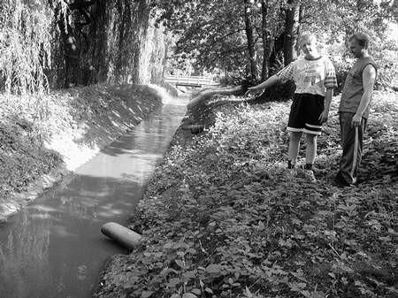 Zakryte zostanie między innymi koryto Rawy, jednej z najbardziej brudnych rzek w kraju. Foto: MAGDALENA CHAŁUPKA